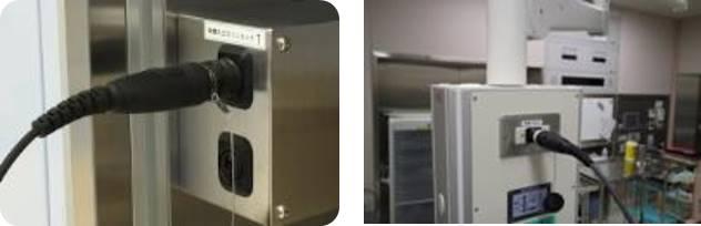 形状はもちろんのこと入出力も共通。 壁面でもシーリングペンダントでも、挿しこみは迷わず 空いている端子へ。